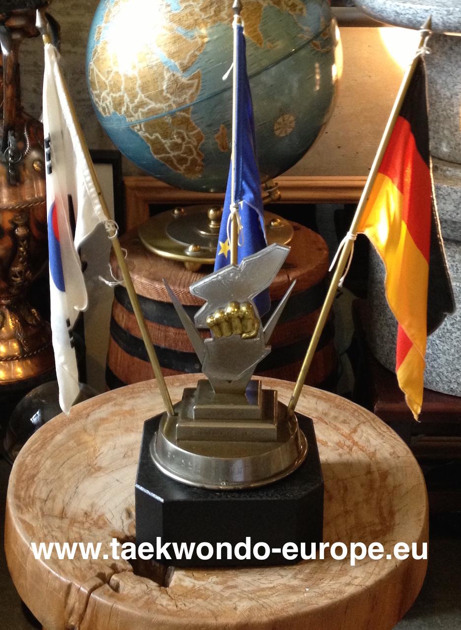 Pokal als Geschenk für die Gastgeber