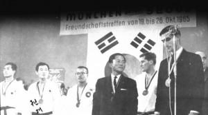 tkdgrandmastersgroup_muenchen1965_otto